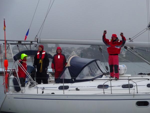 Les adieux à la sortie du port  (de G à D : Ludovic, Julie, Marcus, Pierre)